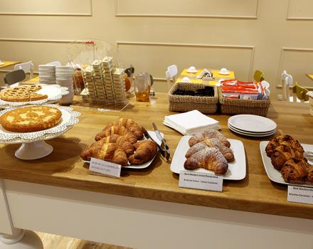 Start your day with our rich breakfast buffet!